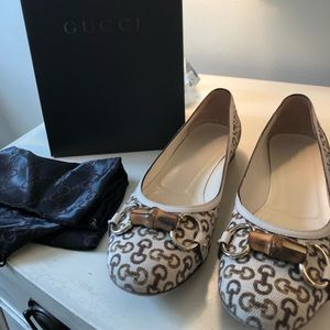 GUCCI FLATS! so cute! barely worn/great condition!